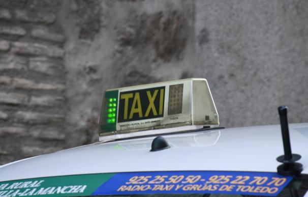 """Alierta dice que """"no puede ser"""" que Uber y Cabify """"no paguen impuestos"""" y recomienda digitalizarse al taxista"""