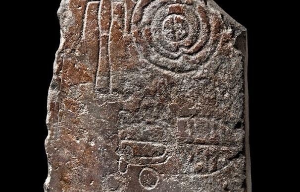 Dos estelas de guerrero de la Edad del Bronce, 'Pieza del Mes' del Museo de Santa Cruz de Toledo en junio