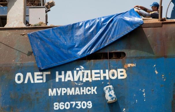 Greenpeace exige un plan urgente para extraer el fuel del pesquero ruso hundido en Canarias