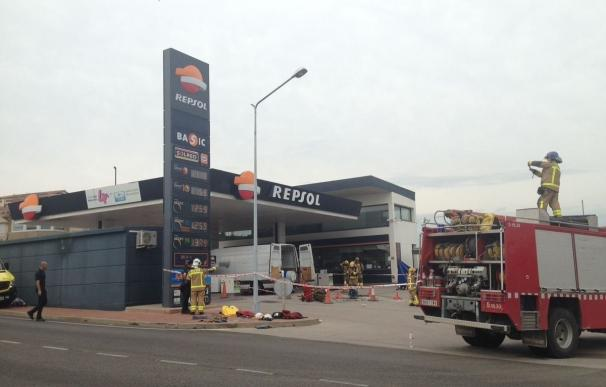 Rescatan vivo a un operario que daban por muerto en el incendio en una gasolinera de Sant Sadurní