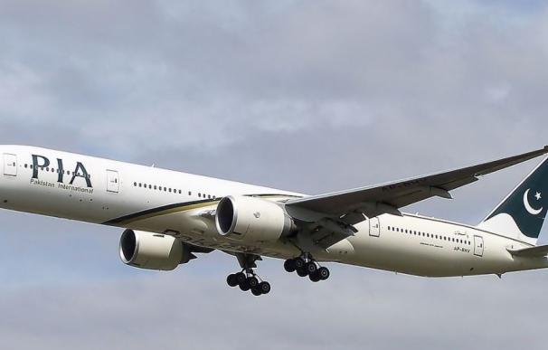 Aerolínea paquistaní deja en tierra a personal de vuelo hasta que adelgace
