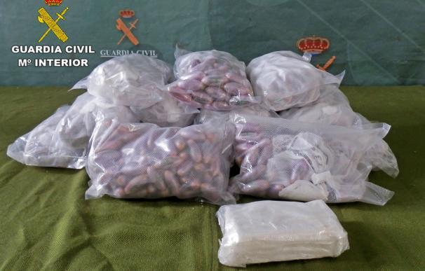 Incautados más de 15 kilos de hachís y cerca de medio kilo de cocaína en la A-4, en Manzanares (Ciudad Real)