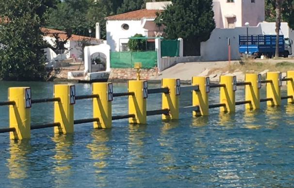 El Ministerio del Interior arregla la barrera antinarcotraficantes de la desembocadura del río Guadarranque