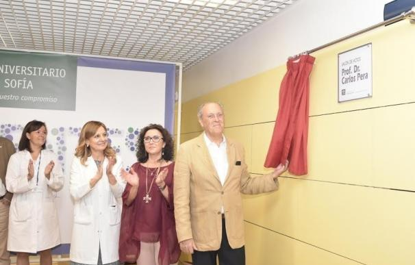 El salón de actos del Hospital Reina Sofía adopta el nombre 'Profesor Doctor Carlos Pera'