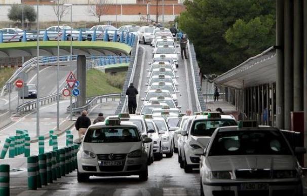 """Taxistas de toda España protestan en Madrid contra la """"competencia desleal"""""""