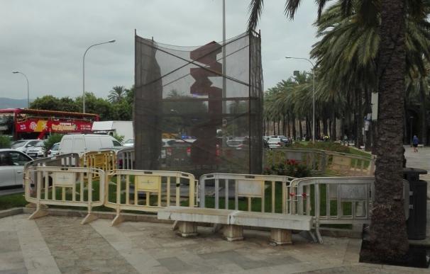 El Ayuntamiento inicia la restauración de la escultura 'Palma' de Pep Llambías