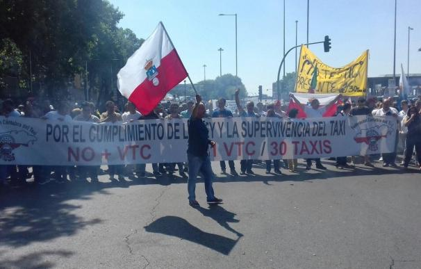 """El 95% de los taxistas cántabros secundan la huelga, un """"éxito rotundo"""""""