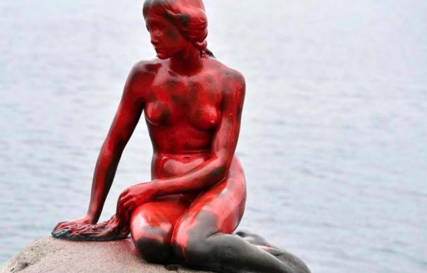 Nuevo ataque contra la Sirenita de Copenhague: aparece pintada de rojo