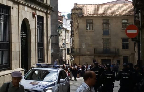 Identificadas dos personas en el desalojo y tapiado de un edificio okupado en Santiago como centro social