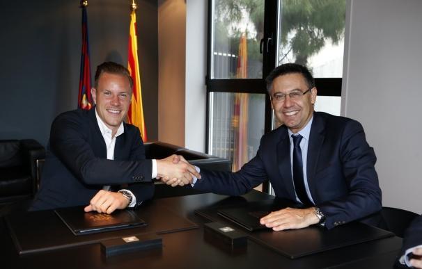 Ter Stegen firma su nuevo contrato con el FC Barcelona hasta 2022