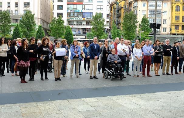 Santander recuerda a las tres mujeres asesinadas el fin de semana en Madrid y Murcia
