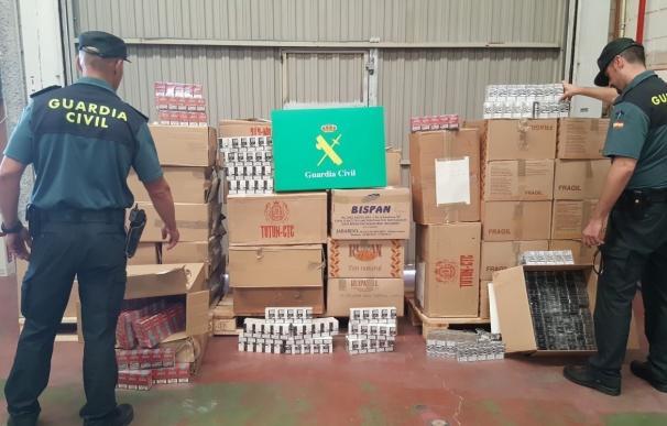 Dos detenidos en Cuéllar (Segovia) por contrabando de tabaco y 18.000 cajetillas decomisadas