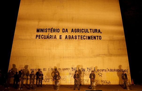 El Gobierno de Brasil envía a las Fuerzas Armadas para proteger los ministerios durante las protestas