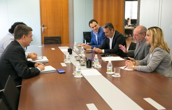 Junta y Diputación analizan el desarrollo de los planes de empleo Emple@Joven y Emple@30+ en la provincia