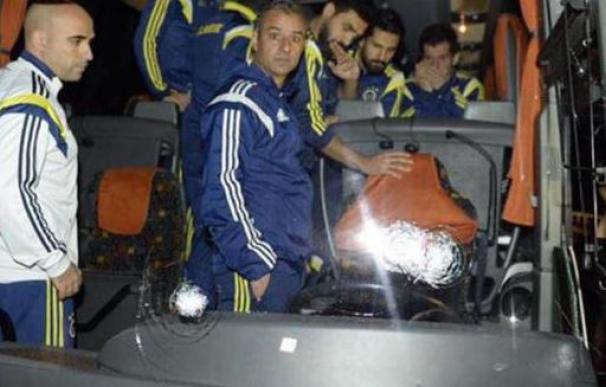 Así quedó el autobús del Fenerbahçe después del tiroteo