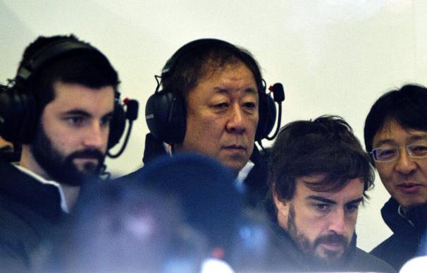 Alonso, junto a su equipo de trabajo