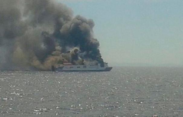Ferry incendiado entre Palma y Valencia