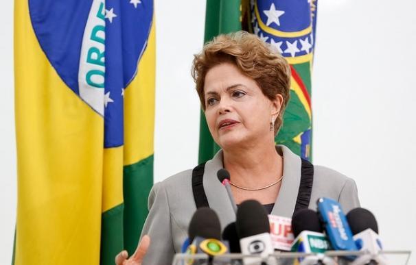 """Rousseff anuncia que perseguirán aquellos mensajes """"ofensivos"""" que violen la ley en las redes sociales"""
