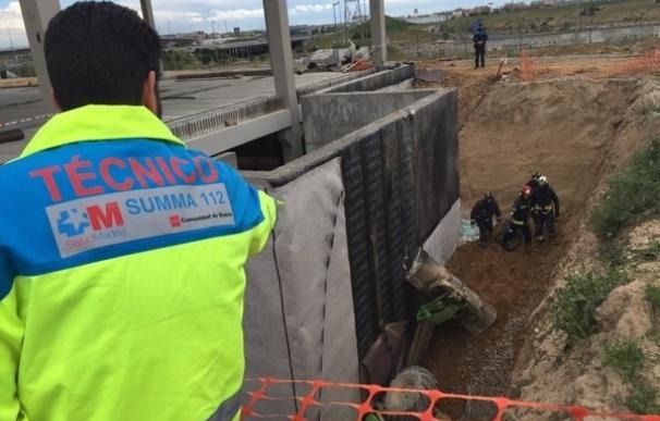 Muere un trabajador aplastado por su excavadora en Alcorcón
