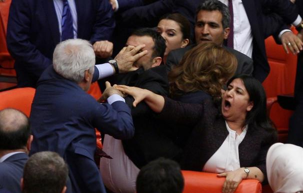 Una pelea entre diputados obliga a suspender el debate sobre leyes vinculadas al acuerdo migratorio