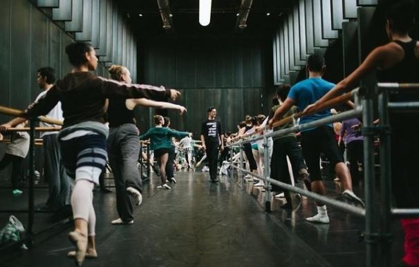 """El coreógrafo Lemi Ponifasio apela a crear movimientos de """"amor"""" y """"justicia"""" en el Día Internacional de la Danza"""