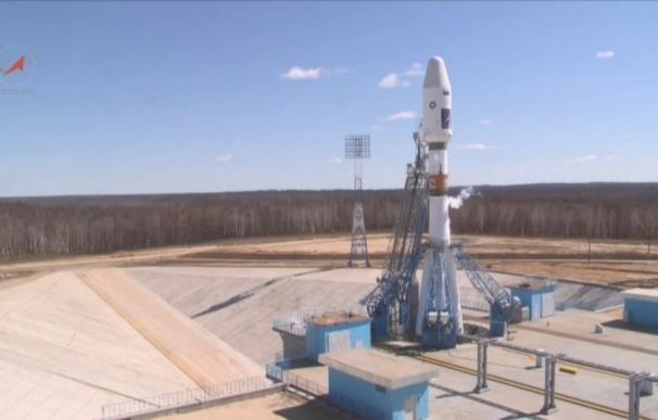 Rusia estrena el cosmódromo de Vostochny con un día de retraso
