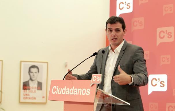 """Rivera afirma que solo negociaría con la gente """"joven"""" y """"limpia"""" del PP"""