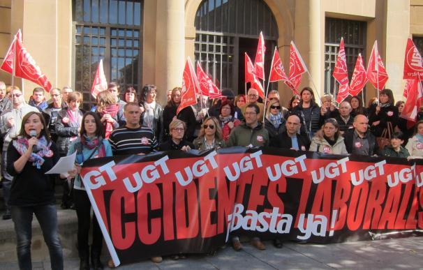 UGT y CCOO se concentran en Pamplona contra la subida de la siniestralidad laboral y piden más medidas de prevención