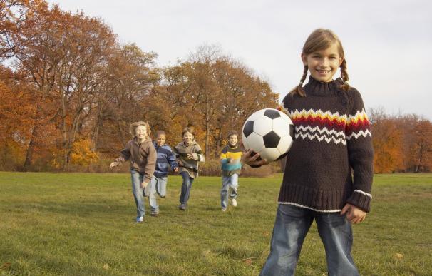 Practicar deporte reduce el estrés y las crisis epilépticas en niños, según un experto