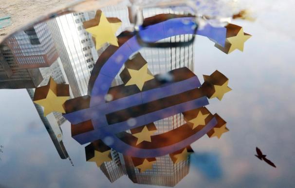 El BCE baja los tipos y niega compras masivas de deuda soberana