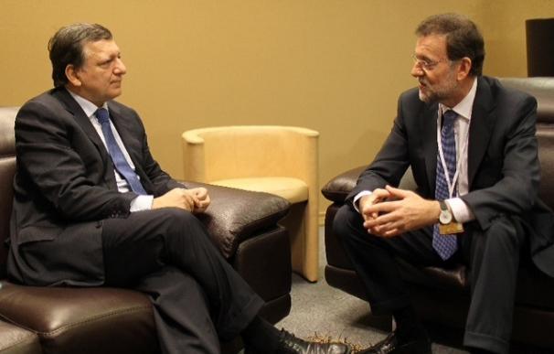 Rajoy analiza con Barroso las diferentes soluciones propuestas a la crisis del euro en una reunión de más de una hora