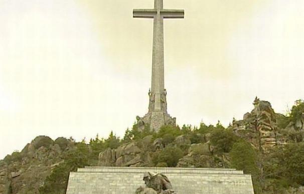 El PSOE pedirá fondos para abrir fosas y exhumar a Franco del Valle de los Caídos