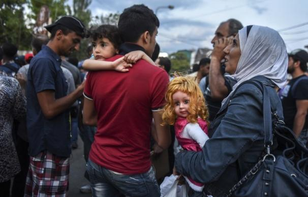 Más de 2.000 inmigrantes intentan llegar a Hungría