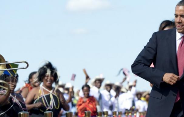 El presidente de EEUU se atrevió con las danzas africanas en su última visita al continete/AFP