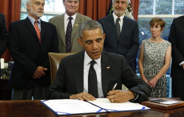 US President Barack Obama signs the Sawtooth Natio