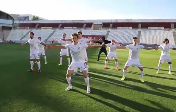 El Albacete Balompié baila la 'haka' para captar abonados para la temporada 2015-16