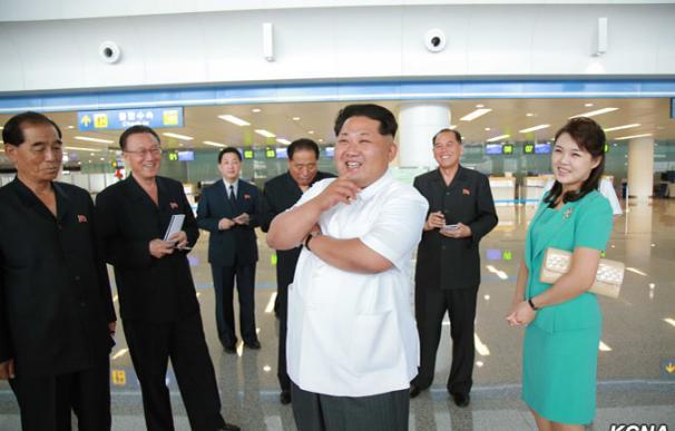 Kim Jong Un visita el nuevo aeropuerto de Pyongyang