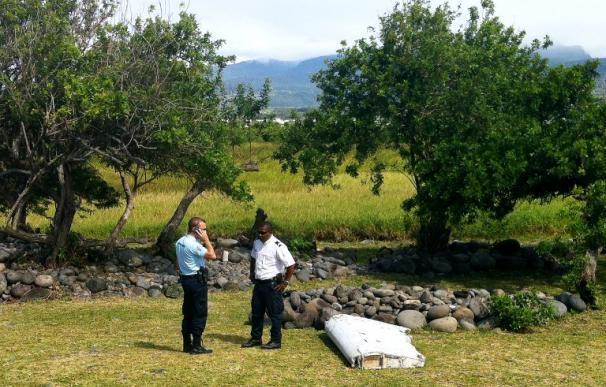 Encuentran en la Isla de Reunión restos de un avión que podría pertenecer al vuelo MH370 Malaysia Airlines