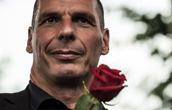 Former Greek Finance Minister Yanis Varoufakis loo