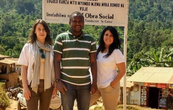 19 trabajadores barceloneses de la Fundación La Caixa cooperan en proyectos durante vacaciones