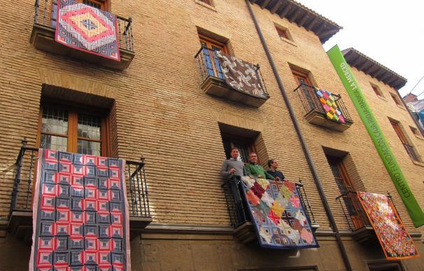 La fiesta de las Almazuelas Colgadas de Pradillo llega a Logroño para mostrar la calidad de la artesanía textil