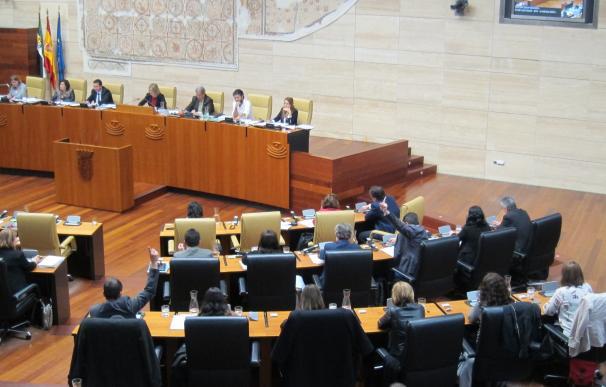 El Presupuesto de Extremadura para 2016 sale adelante con la abstención de PP y Ciudadanos