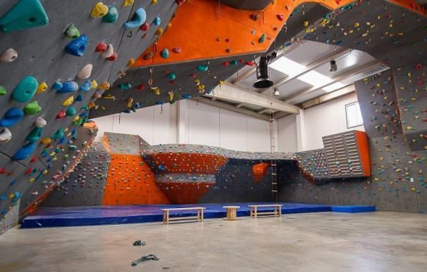El rocódromo 'Rock & Wall' celebra este fin de semana su segundo aniversario con dos competiciones de escalada
