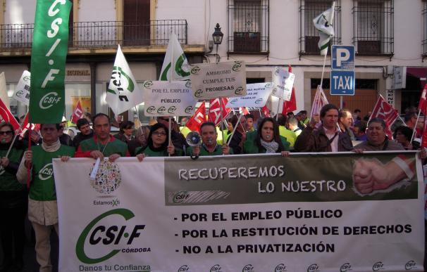 Los trabajadores del Ayuntamiento se concentran en contra de la política municipal de personal
