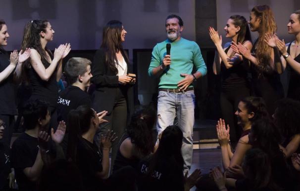 La Escuela Superior de Arte Escénicas de Málaga entrega este martes su premio anual a Antonio Banderas