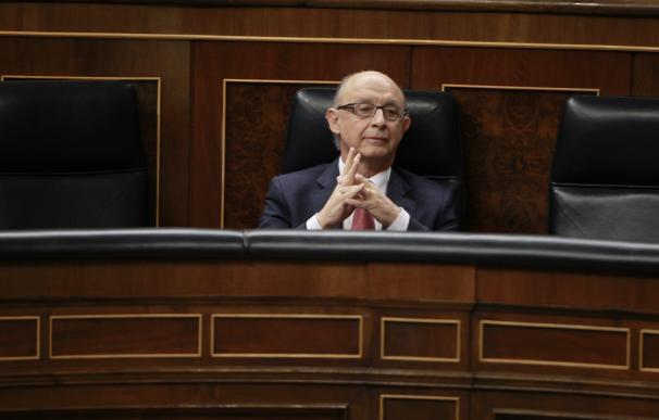 El PSOE reclama que Montoro explique al Congreso el desvío del déficit y los ajustes que propondrá a la UE
