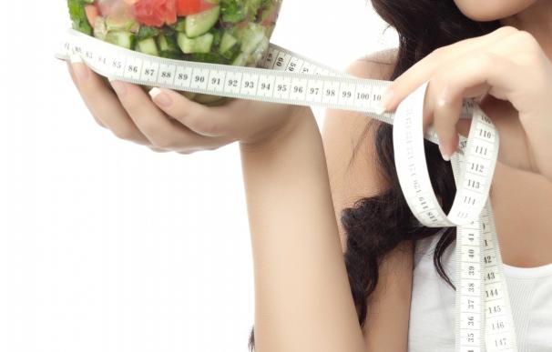 Perder 500 gramos o un kilo por semana, hacer 'mindfulness' y ejercicio físico, claves para adelgazar de forma sana