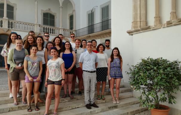 El Govern y el Institut Ramon Llull dan la bienvenida a los estudiantes británicos de viaje cultural a Mallorca