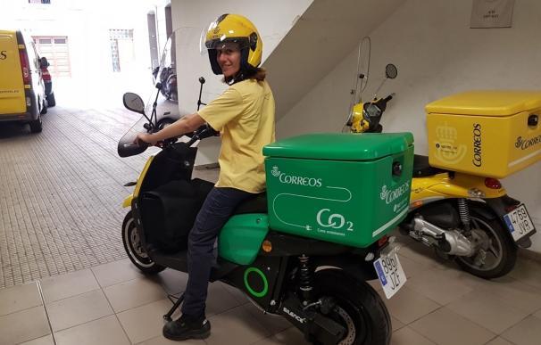 Correos incorpora nuevas motos eléctricas para su flota en València