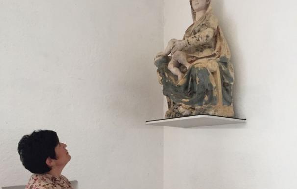 La Diputación de Álava entrega tres esculturas restauradas a la Iglesia de Galarreta